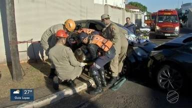Três ficam feridos em acidente no bairro Monte Líbano, em Campo Grande - Dois carros bateram em cruzamento.