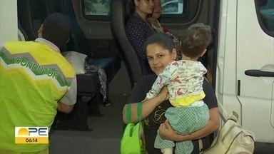 Famílias viajam horas para serem atendidas na AACD - No Recife, associação atende 10 mil pessoas por mês.