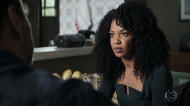 Gilda pede que Amadeu procure a dona da confeitaria onde Márcio trabalha - Casal quer esclarecer dúvida sobre Maria