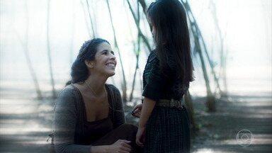 Mãe de Selena explica origem do colar - Guerreira ouve que herdou dom