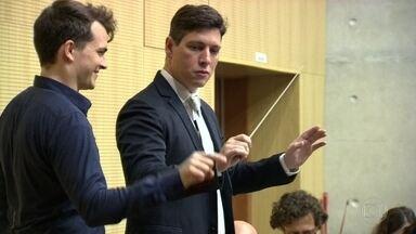 Fantástico leva dentista para realizar sonho de ser maestro e reger a orquestra sinfônica - Reportagem propõe reflexão sobre os sonhos dos quais pessoas abrem mão na vida adulta.