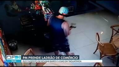 A polícia militar prendeu um homem suspeito de roubo em comércios em Taguatinga - Ele foi preso na porta de casa. Segundo a PM, o homem roubou cinco celulares na frente de um bar, dias depois entrou armado em uma padaria onde roubou clientes e o dinheiro do caixa.