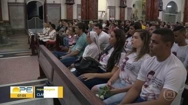 Família e fãs homenageiam Gabriel Diniz em celebrações - Missa de 7º dia aconteceu no domingo (2).