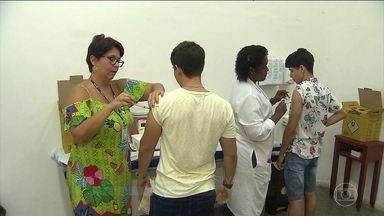 Ministério da Saúde libera a vacina da gripe para toda população - Objetivo é vacinar 90% do público alvo. O Estado do Rio é o único fora da campanha irrestrita, que será aberta a todos em 15 dias.