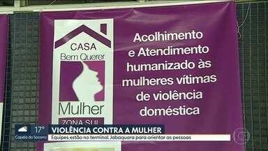 Mulheres recebem informação no terminal Jabauqara - Objetivo é conhecer direitos em casos de violência contra a mulher.