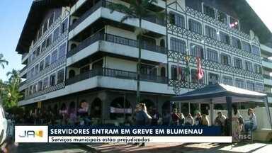 Servidores municipais entram em greve em Blumenau - Servidores municipais entram em greve em Blumenau