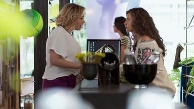 Regina tem uma conversa sincera com Rita - Ela pede que a jovem não magoe Guga e diz que entende a situação dela em relação à filha