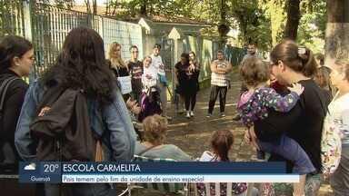Pais de alunos da Escola Carmelita temem pelo fim da unidade em Santos - A escola atende crianças com deficiência.