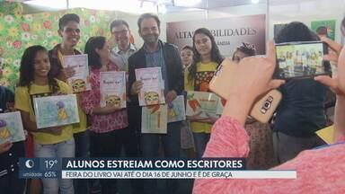 Estudantes de Brazlândia, com altas habilidades, brilham na Feira do Livro - Os alunos lançaram três livros, com histórias e desenhos que eles mesmo produziram. A feira do Livro vai até o dia 16 de junho, na Esplanada dos Ministérios.