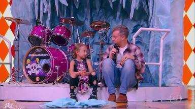 A atração 'Princesinha' é aplaudida de pé no Gonga La Gonga - Os jurados dão nota dez para o show