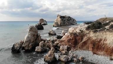 Ilha das lendas: histórias do Chipre proporcionam viagem mitológica - O país reúne muitas lendas de origem grega. Muitas delas envolvem a deusa da beleza e do amor, Afrodite, que teria nascido em uma das praias da ilha. Paphos, cidade que chegou a ser a capital do país, é tida como a cidade natal de Vênus.