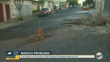 Buracos colocam motoristas em risco no Jardim Roberto Benedetti em Ribeirão Preto - Moradores pedem recapeamento do asfalto da região.