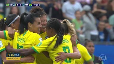 Na estreia da copa do mundo feminina, Brasil vence a Jamaica por 3 a 0 - Bares de Curitiba ficaram cheios de gente para assistir a partida.