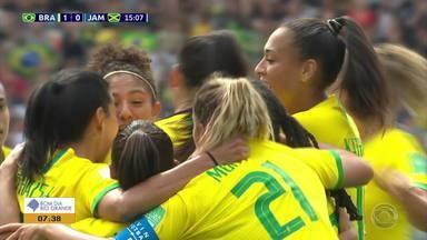 Seleção feminina estreia com vitória por 3 a 0 contra a Jamaica - Sem Marta, gaúcha Mônica integrou o time campeão.