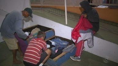 Ginásio de Jaú abriga moradores de rua durante o inverno - O ginásio de Jaú (SP) abriga os moradores de rua, oferecem comida e assistência social durante o inverno.