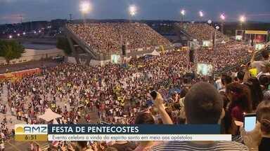 """Em Manaus, mais de 100 mil participam da festa de Pentecostes - Com o tema """"Espírito Santo, liberta-nos pelo Direito e pela Justiça"""", o evento celebrou o início da igreja católica."""