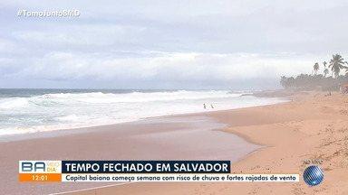 Previsão do tempo: Salvador tem chuva forte e rajada de ventos nesta segunda - Até quarta-feira (12), as temperaturas não devem passar dos 29ºC na capital baiana.