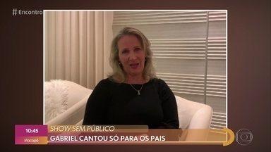 Gabriel Smaniotto recebe mensagem emocionada dos pais - Pais foram os únicos a assistir ao show do cantor em um evento