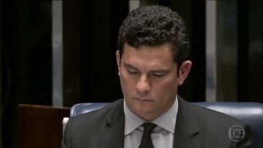 Moro irá ao Senado na semana que vem para falar sobre divulgação de mensagens - Segundo o senador Fernando Bezerra (MDB-PE), líder do governo, Moro se dispôs a ir à CCJ para dar explicações. Site The Intercept apontou atuação conjunta entre ex-juiz e procurador.
