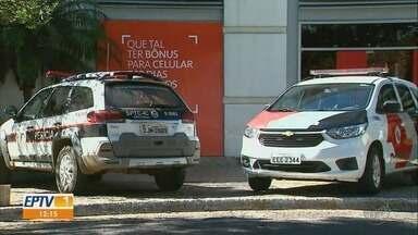 Ladrões furtam dinheiro e revólveres de agência bancária em Franca, SP - Grupo invadiu unidade pelo telhado durante a madrugada de quarta-feira (12).