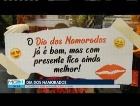 Dia dos Namorados movimenta comércio no Leste de Minas - Muitos consumidores deixaram para a última hora a escolha do presente.