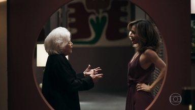 Lyris conta para Gladys que ficou com Tonho - Agno escuta parte da conversa e Gladys consegue despistar o genro