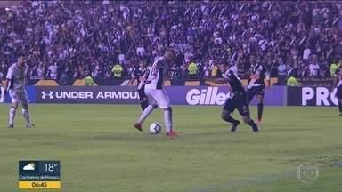 Vasco sai da zona do rebaixamento - Vitória sobre Ceará tirou time do grupo dos 4 últimos colocados pela primeira vez no Brasileirão. Flu empatou com Chapecoense.