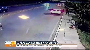 Bandidos fazem arrastão em parada de ônibus em Sobradinho - Em média, 80 pedestres são assaltados por dia no DF. Passageiros reclamam da violência, principalmente, das paradas que ficam na BR-020.