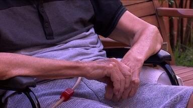 Denúncias de violência contra idosos aumentaram 13% no ano passado - Levantamento do Disque 100 mostra que a maioria dos casos acontece dentro da casa dos idosos. Muitos são vítimas de filhos ou netos.