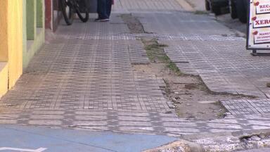 Calçadas da região central de Taubaté estão sendo reformadas - Serviço vai ficar R$ 1 milhão mais caro.