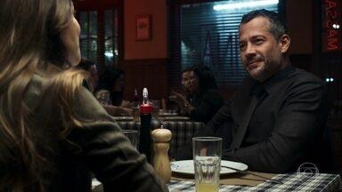 Fabiana se insinua para Agno - O executivo se encontra com a ex-noviça e revela que é infeliz no casamento