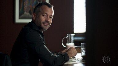 Agno repara na mudança de comportamento de Lyris - Ele conta para a esposa que foi a uma pizzaria com Fabiana