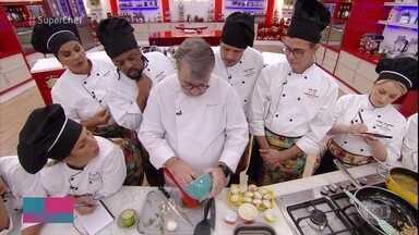 Chef Roland Villard dá workshop de peito de frango - O chef Roland Villard ensina a preparar um delicioso peito de frango com molho de cogumelo