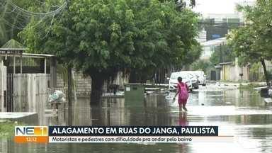 Chuva inunda ruas e avenidas do bairro do Janga, em Paulista - População tem dificuldade para se locomover pelo bairro.