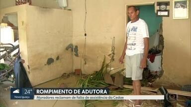 Moradores reclamam da falta de assistência da Cedae após rompimento de adutora - Os moradores do km 32, na antiga estrada Rio-São Paulo, altura de Nova Iguaçu ainda estão contabilizando os prejuízos após um rompimento de uma adutora da Cedae.E reclamam da falta de assistência.