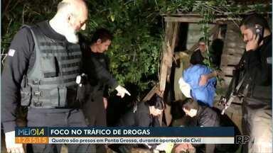 Polícia Civil faz operação contra o tráfico de drogas em Ponta Grossa e em Itaipulândia - Mais de sessenta policiais participaram da operação.