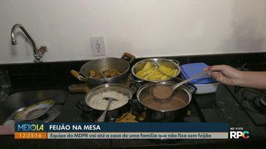 Preço do feijão preto cai 17% em Cascavel - Meio Dia Paraná mostra almoço de família que não fica sem feijão.
