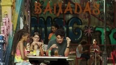 Thiago pede que os amigos tentem animar Rita - Raíssa brinca que o irmão teve uma boa ideia por estar perto de Jaqueline
