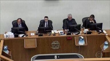 STJ decide mandar a júri popular acusados por incêndio na boate Kiss - Fogo em boate deixou 242 mortos em 2013. Para magistrados, donos do local e músicos assumiram risco de matar. Acusados ainda podem recorrer.