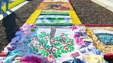 Comemoração de Corpus Christi acontece na região - Em várias cidades, teve missa com procissão e confecção de tapetes.