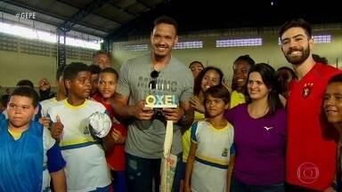 Destaque mundial no Handebol, pivô volta às raízes e emociona jovens no Recife - Destaque mundial no Handebol, pivô volta às raízes e emociona jovens no Recife