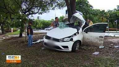 Passageiro morre em batida de carro na Avenida Beira Mar - Passageiro morre em batida de carro na Avenida Beira Mar.
