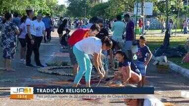 Corpus Christi: Fiéis produzem tapetes de mais de 30 metros em Palmas; entenda a tradição - Corpus Chisti: Fiéis produzem tapetes de mais de 30 metros em Palmas; entenda a tradição