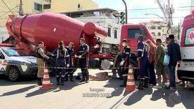 Homem morre atropelado por caminhão em Juiz de Fora - Ocorrência foi registrada no início da tarde desta quinta-feira (20) na Avenida Governador Valadares, no Bairro Manoel Honório.