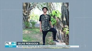 Jovem morre depois de cair de passarela enquanto tentava tirar selfie - Segundo amigos, David Jhonata dos Santos levou choque no pé, se desquilibrou e caiu no trilho do trem, no Riachuelo