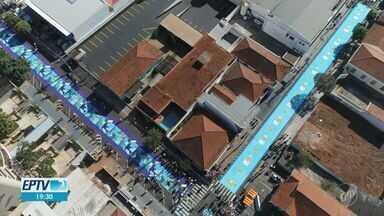 Tapete de Corpus Christi feito por moradores de Matão enfeita 12 quarteirões - Cidade recebeu aproximadamente 80 mil pessoas nesta quinta-feira (20).