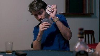 Jerônimo ganha dinheiro em mesa de pôquer - Ele se diverte ao ganhar cada vez mais grana