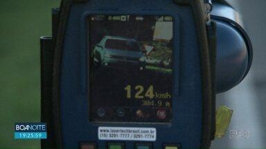 Motoristas são flagrados acima da velocidade permitida na BR-277 - A máxima no trecho é de 80 km/h.