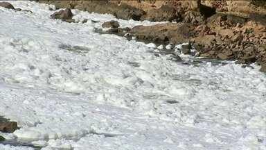 Espuma tóxica cobre longo trecho do rio Tietê, em SP - O resultado da poluição despejada no principal rio do estado ficou mais visível para os moradores.