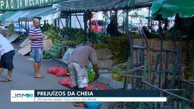 Alimentos estão mais caros em feiras do AM por conta de cheia - Este é um dos prejuízos causados à população por conta de altos níveis das águas.